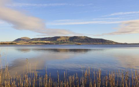 Panorama of Loch Leven NNR and the Lomond hills from the bird hide near Kinross, Tayside and Clackmannanshire Area.  ©Lorne Gill/SNH